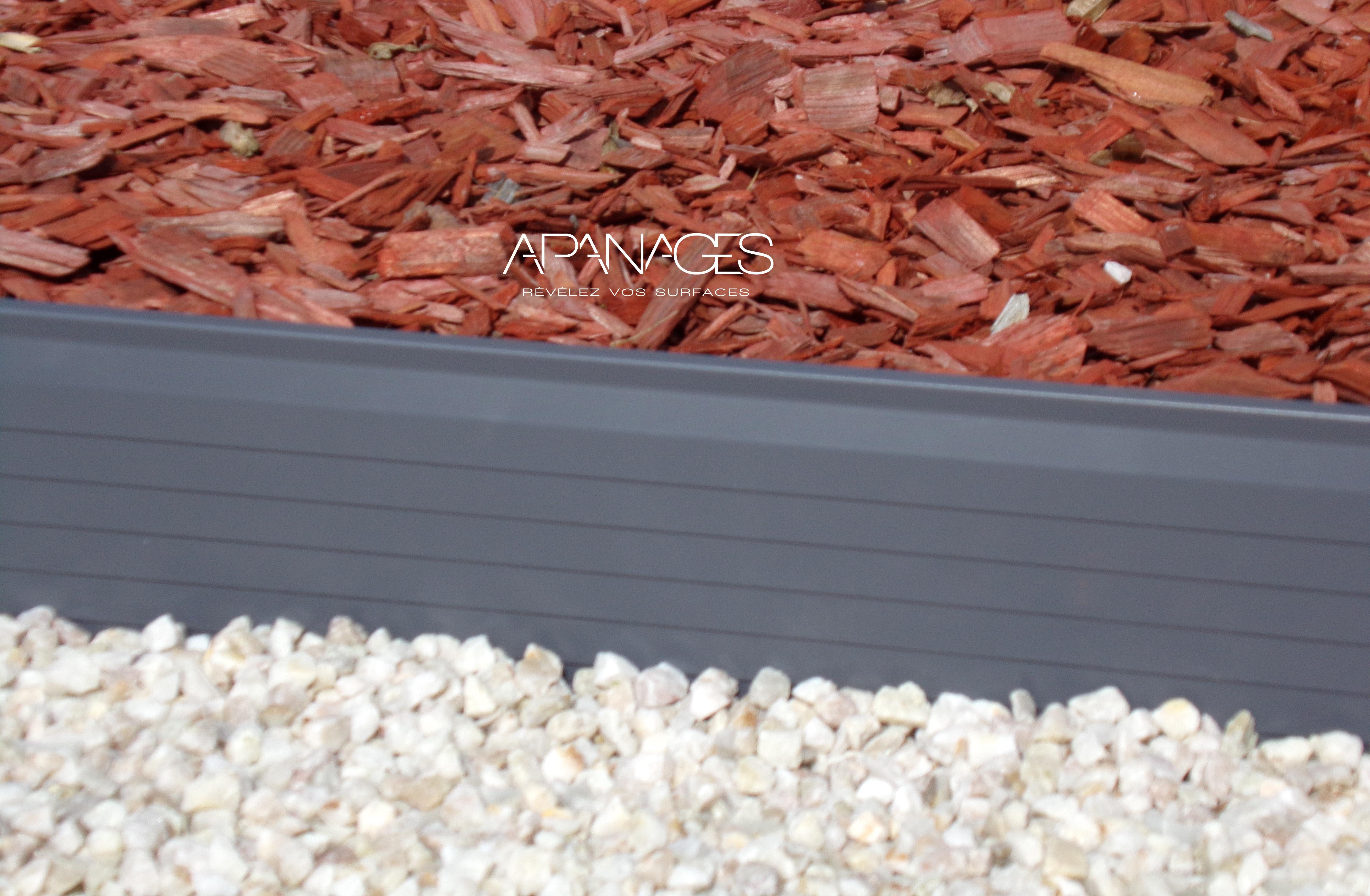 bordures jardin volige délimiter écorce de pin galet éparpillement paillis paillage